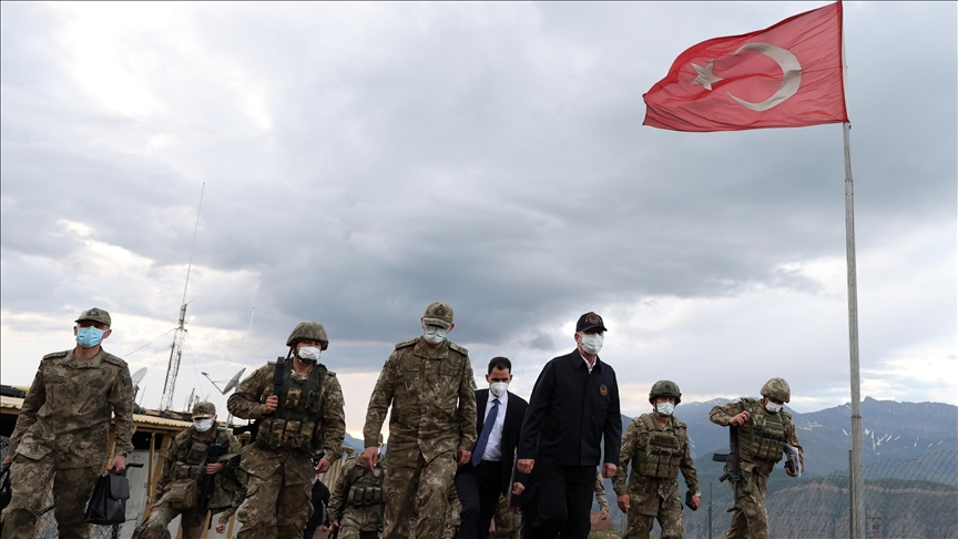 الكشف عن أسبابها.. وزير الدفاع التركي يتفقد قاعدة عسكرية في إقليم كوردستان