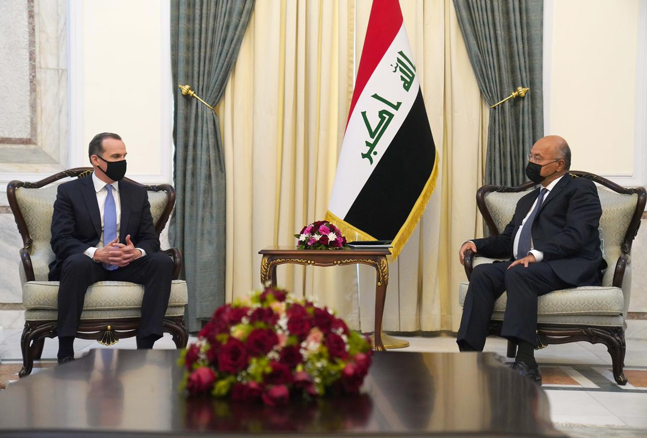 "Saleh and Al-Halbousi are discussing with the American government delegation a set of files and an emphasis on ""supporting Iraq."" 1620139431155"