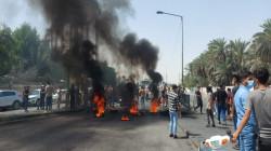 """متظاهرون يقطعون طريقاً حيوياً يربط بسجن """"الحوت"""" ويغلقون دوائر حكومية"""