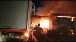 Civil Defense teams extinguish a fire west of Al-Diwaniyah