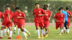 منتخب الناشئين لكرة القدم يباشر تدريباته استعداداً للبطولة العربية
