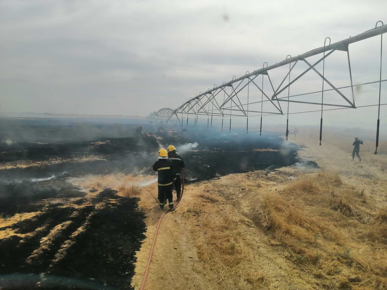 Civil Defense teams extinguish a massive fire in Samarra