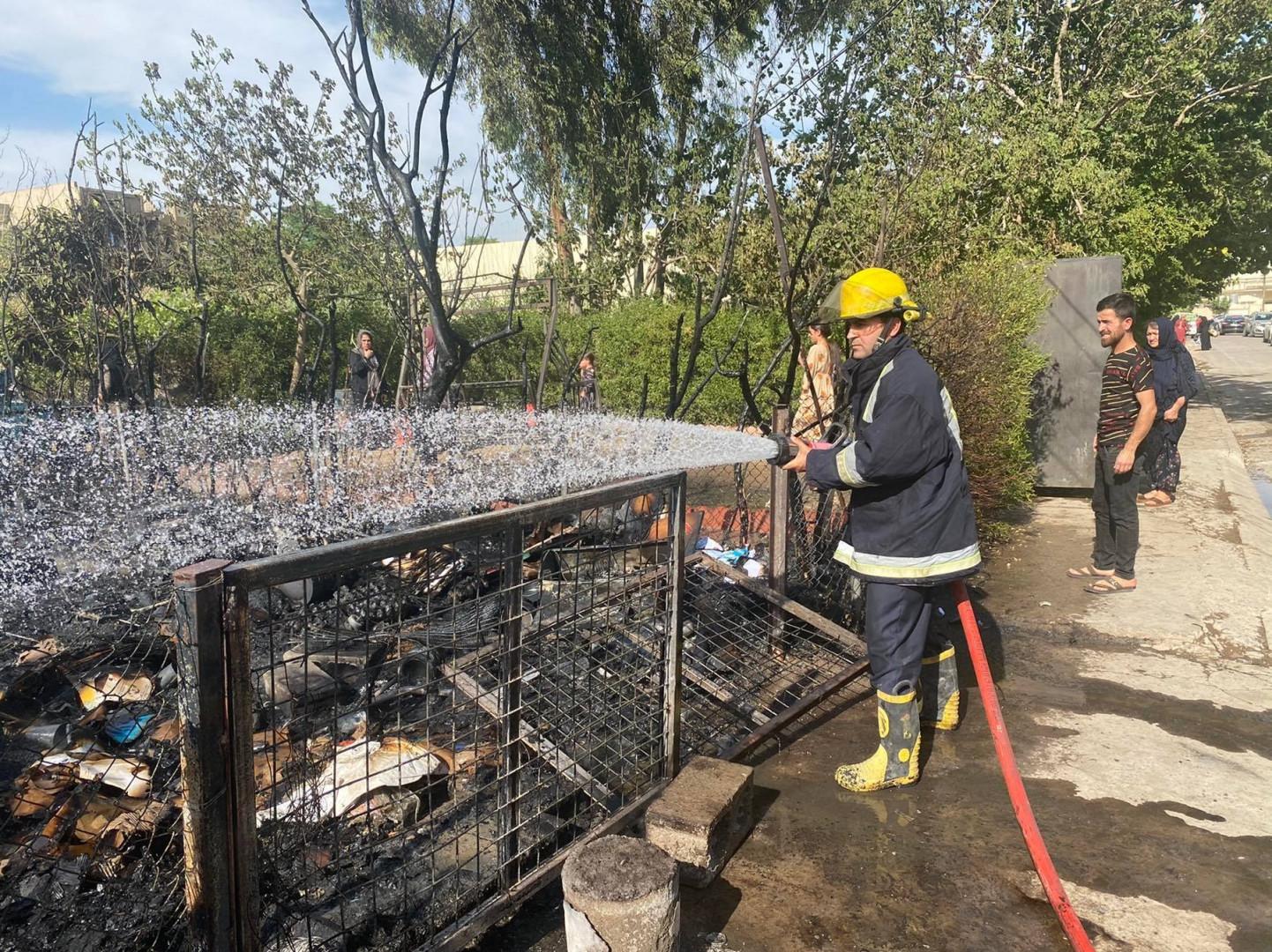 """صور .. اندلاع حريق قرب سوق الملابس المستعملة """"اللنكه"""" في أربيل"""
