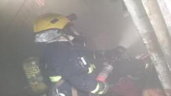 """اندلع بسبب """"شاحن موبايل"""".. إنقاذ نزلاء وإخماد حريق بأحد فنادق كربلاء"""