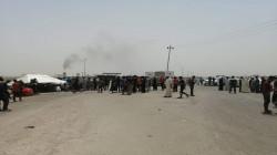 تظاهرات الكهرباء تقطع طريق شركات النفط جنوبي العراق.. صور