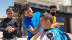حلاق كوردي يتجول بمناطق كوردستان قادما من سويسرا: مبادرة مجانية في الشارع