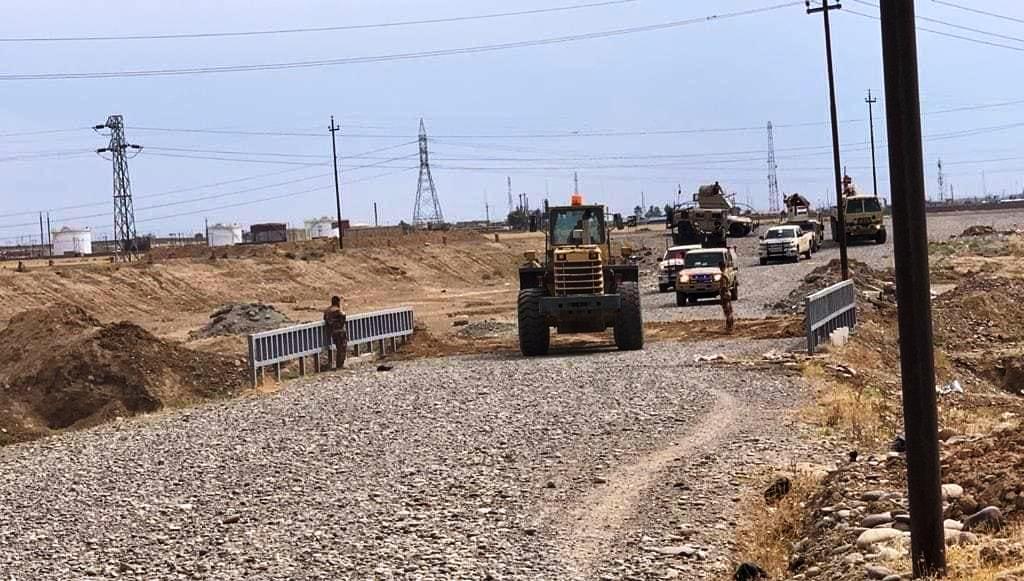 قافلة عائلات داعش تعبر الحدود العراقية تحت حراسة مشددة