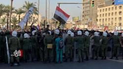 القوات الامنية تشتبك مع المتظاهرين في ساحة التحرير