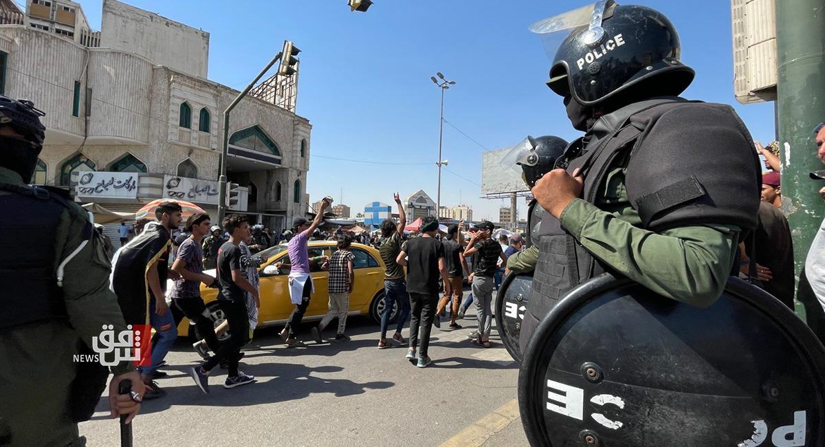 """بجدول للأسماء .. ضحيتان و26 جريحا بتظاهرات """"من قتلني"""" ببغداد"""