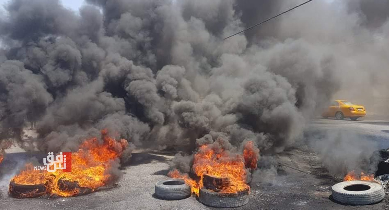 Demonstrators in Dhi Qar protesting the appointment of a local official