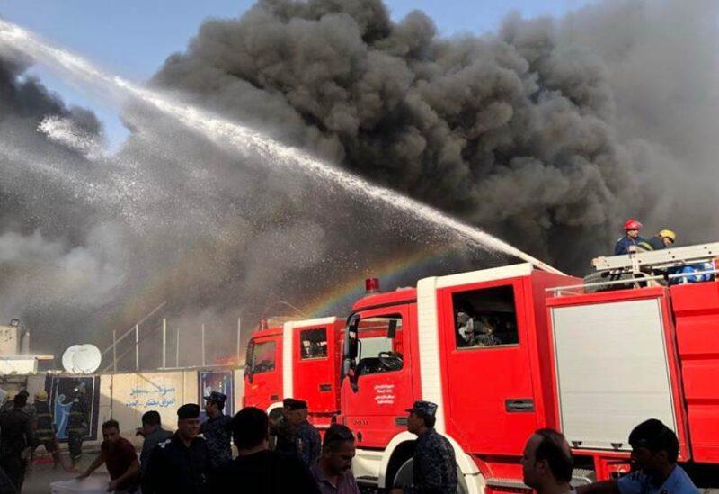 البصرة.. حريق يجهز على 7 دور سكنية في مجمع حكومي (فيديو)
