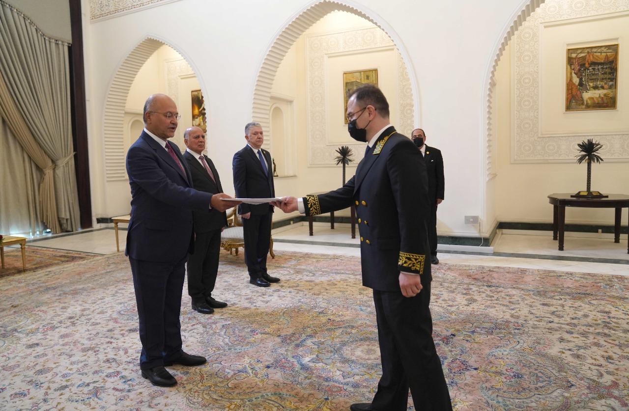 صالح يتسلم أوراق اعتماد 6 سفراء ويؤكد دعم العراق لتخفيف حدة التوترات