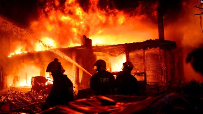 اندلاع حريق في مصنع للصلب في إيران