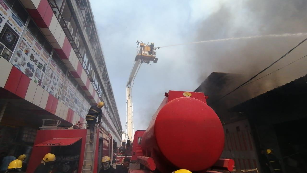 اندلاع حريق في مخازن تجارية في سوق جميلة ببغداد