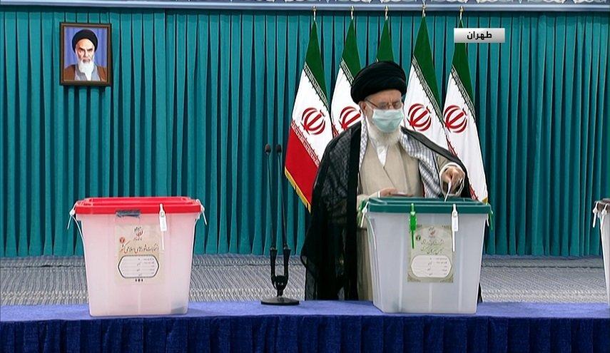 خامنئي يفتتح التصويت للانتخابات الرئاسية الإيرانية ويوجه رسالة للشعب