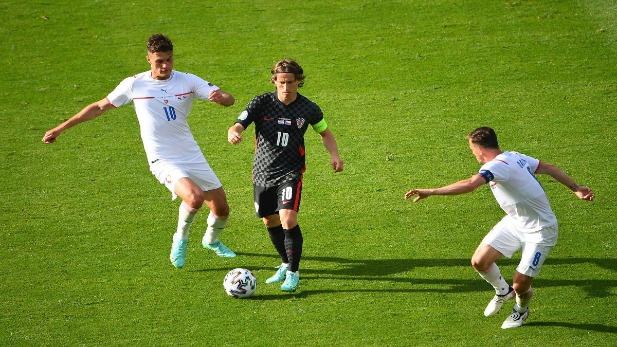 أول نقطة لكرواتيا في يورو 2020 بالتعادل أمام التشيك