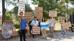 صور.. منظمات بيئية تنظم وقفة احتجاجية في السليمانية وتحذر: الجفاف يهدد العراق