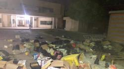 Protestors throw garbage in the Nasiriyah Municipality headquarters