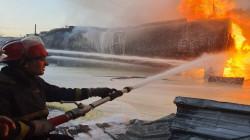 """صور.. الدفاع المدني يسيطر على حريق """"خطير"""" في مدينة الصدر"""