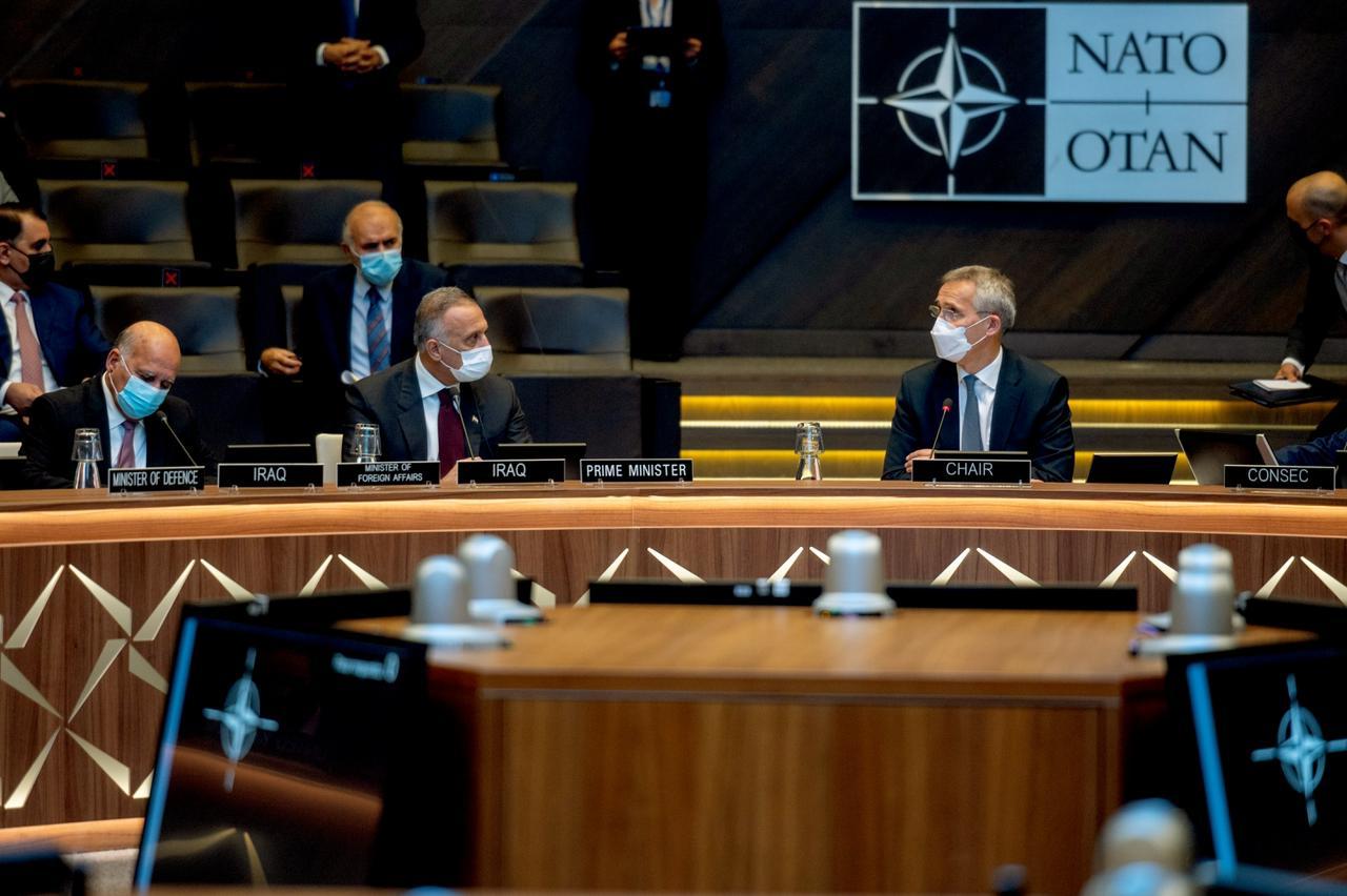 الكاظمي خلال اجتماع الناتو: العراق خط الصد الأول ضد الإرهاب ويجب استمرار دعمه