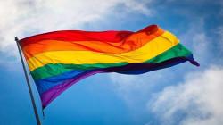 للمرة الأولى في دول الخليج .. رفع علم المثليين على سفارات غربية