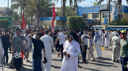 متظاهرون غاضبون يقتحمون دائرة ماء كربلاء (صور)