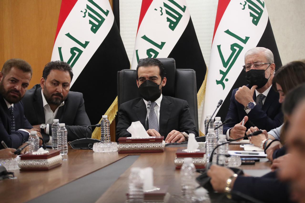 رئاسة البرلمان وقادة الكتل يشددون باجتماعهم على ضرورة محاسبة حكومة الكاظمي