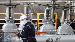 النفط يرتفع بعد تراجع بسبب مخاوف الجائحة وصفقة أوبك +