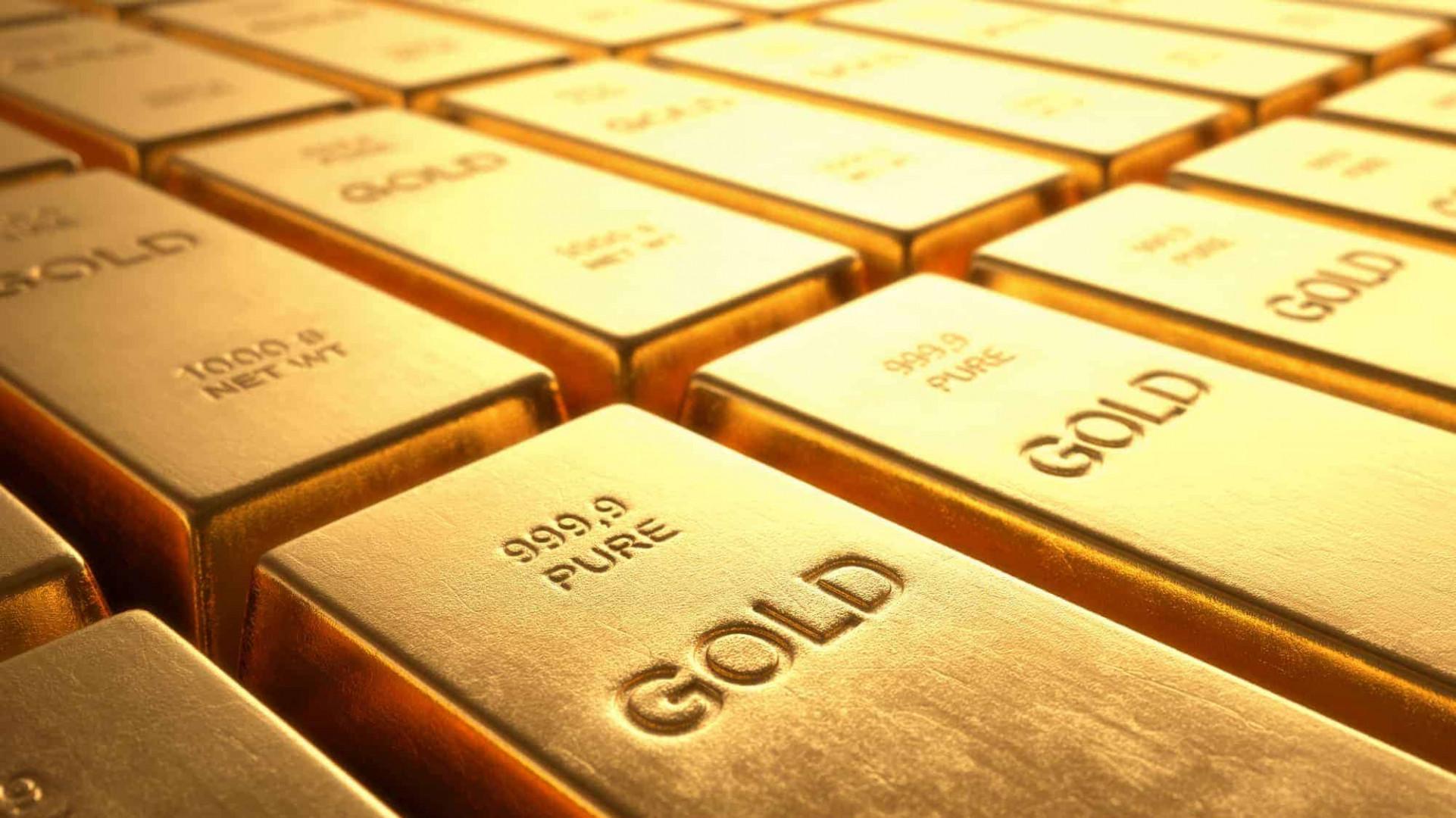 Gold prices flat as lower U.S. bond yields offset firmer dollar