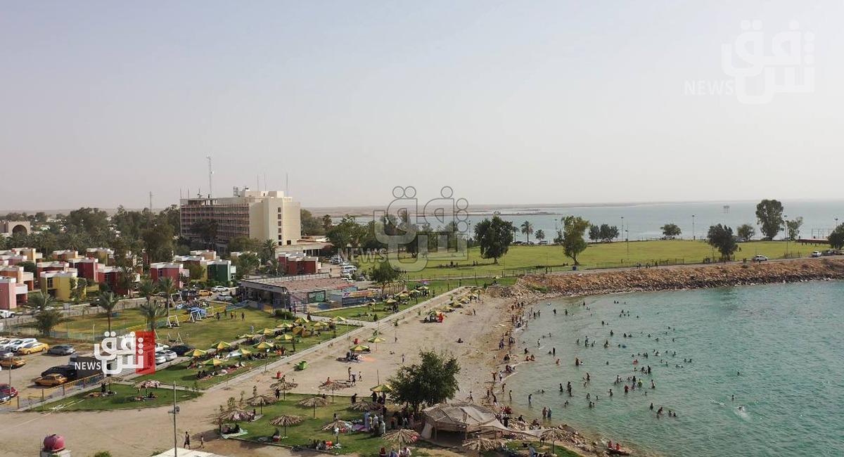 آلاف السياح يقضون العيد في مياه الحبانية وسط إجراءات أمنية وصحية مشددة