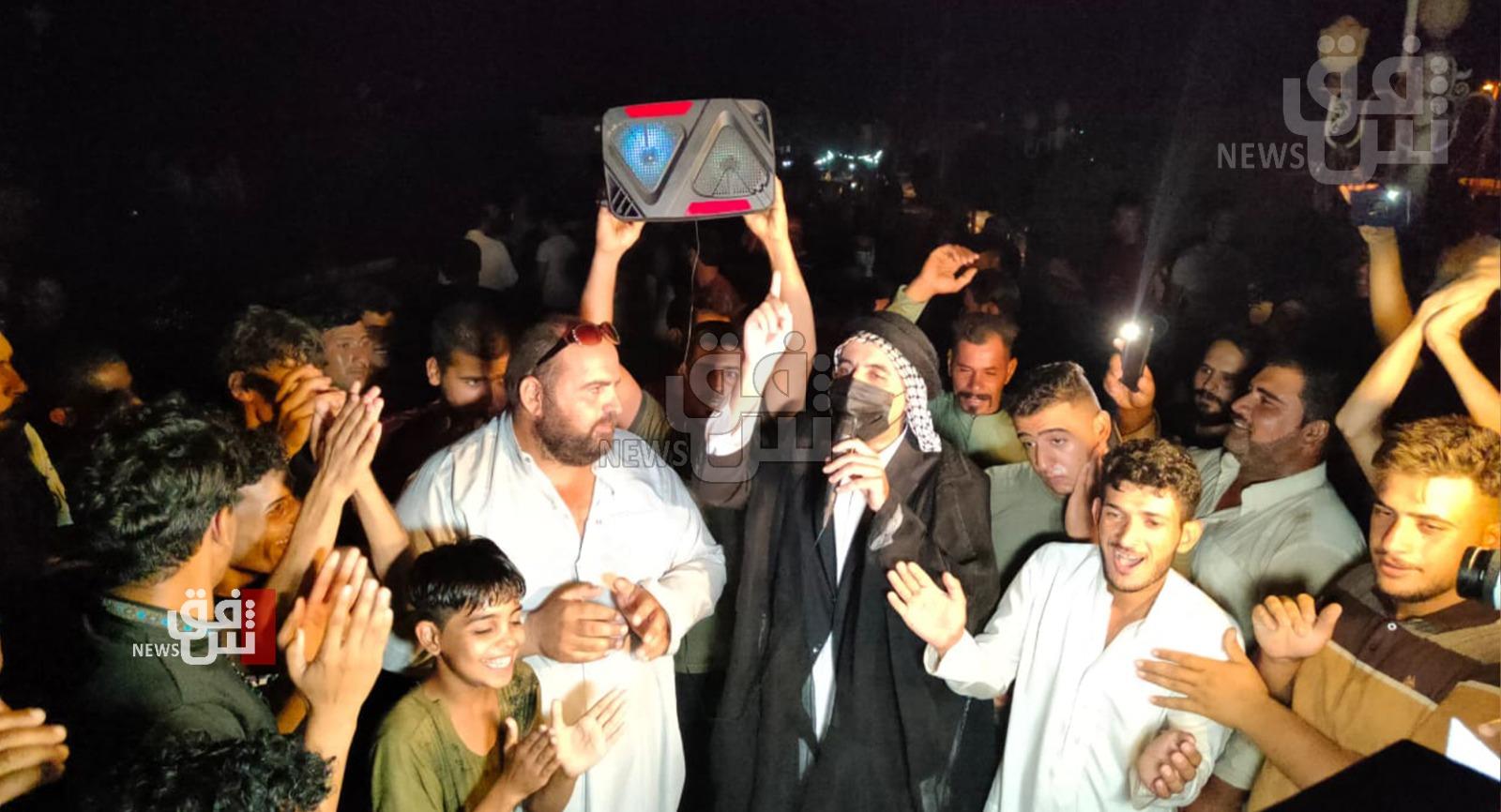 نجفيون يتظاهرون للإطاحة بمسؤول محلي