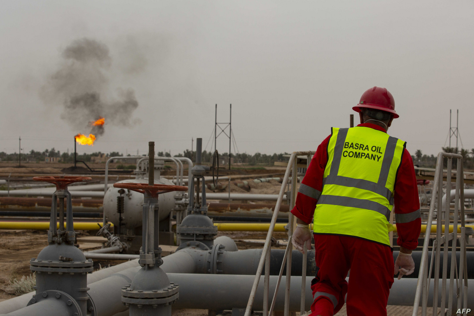 Basra light drops but remains on top of a OPEC crudes