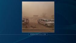 عاصفة ترابية تجتاح الموصل وتتسبب بانعدام الرؤية