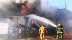 بغداد.. 20 وحدة إطفاء تكافح حريقا بمخزن للمواد الاحتياطية في منطقة الكرادة (صور)