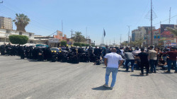 صور.. محاضرو كربلاء المجانيون يصعدون احتجاجاتهم بقطع الطرق