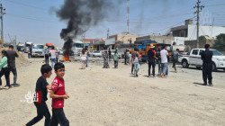 السليمانية.. قطع الطرق وإحراق الإطارات احتجاجاً على نقص مياه الشرب