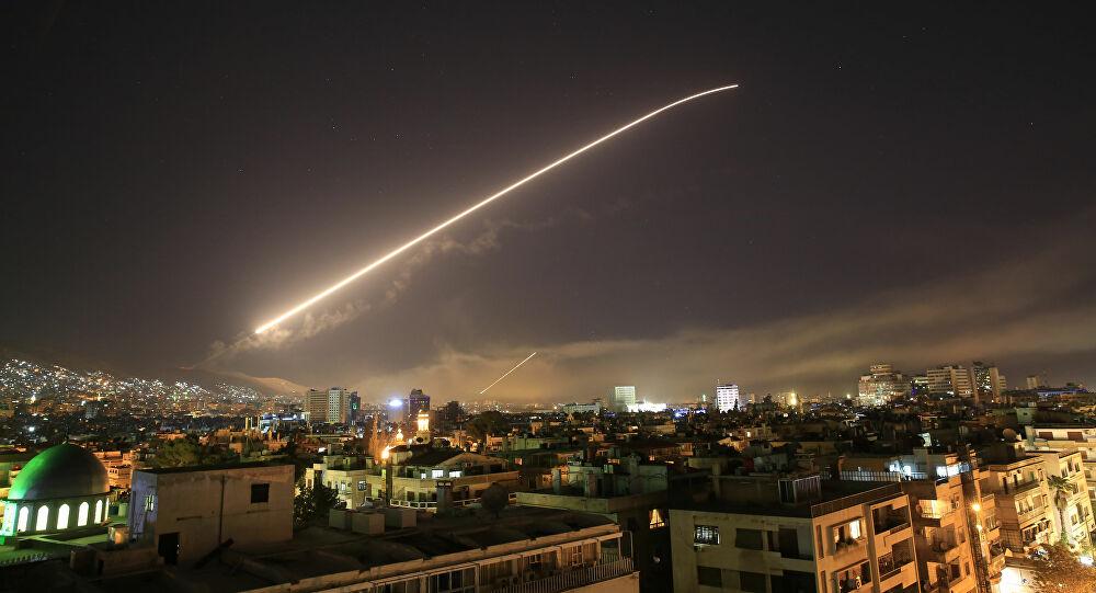 """انفجارات تهز دمشق والدفاعات السورية تتصدى لأهداف """"معادية"""""""