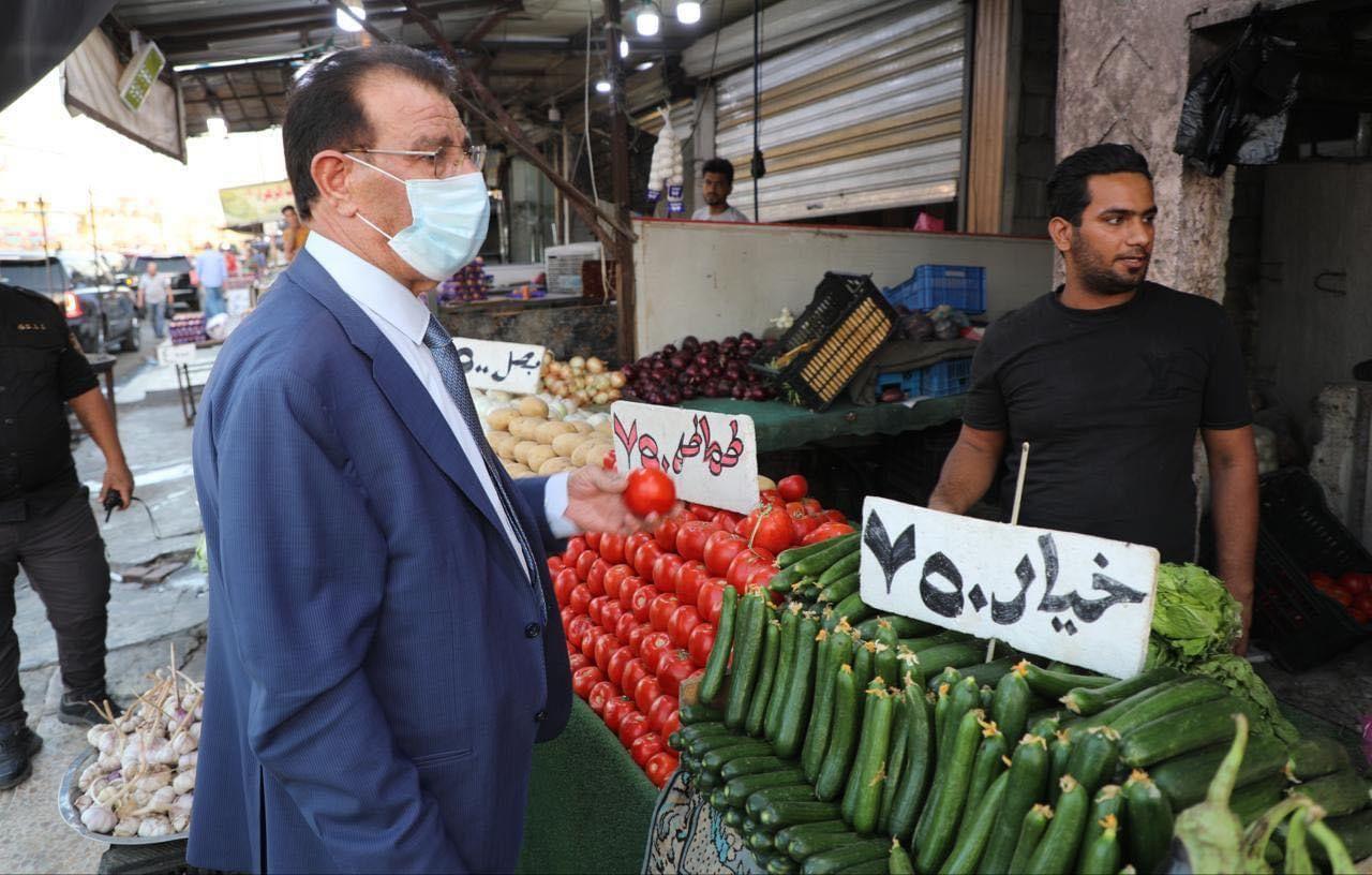 """وزير يدعو إلى اجتماع """"طارئ"""" لمواجهة ارتفاع أسعار الطماطم والخيار"""