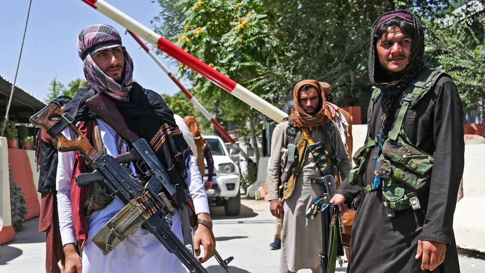 زعماء أفغان معارضون لطالبان يتحدون للتفاوض مع الحركة