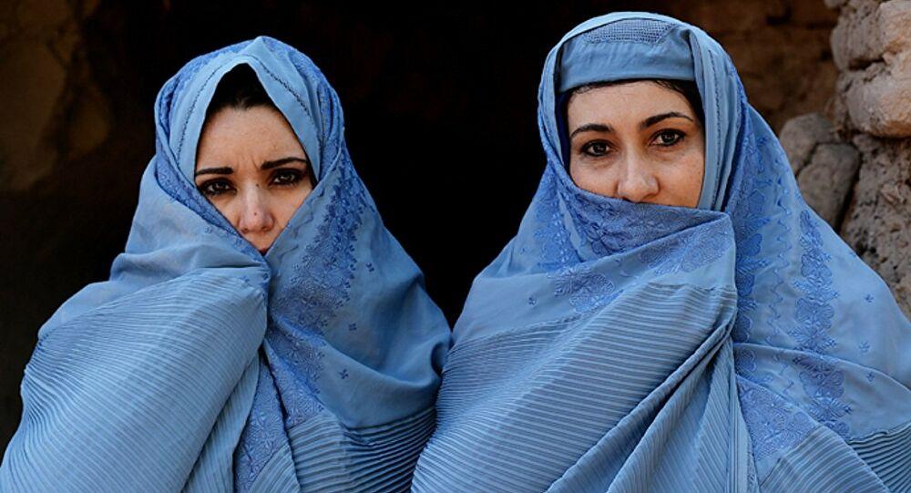 فتيات أفغانيات تزوجن في مطار كابل لهذا السبب