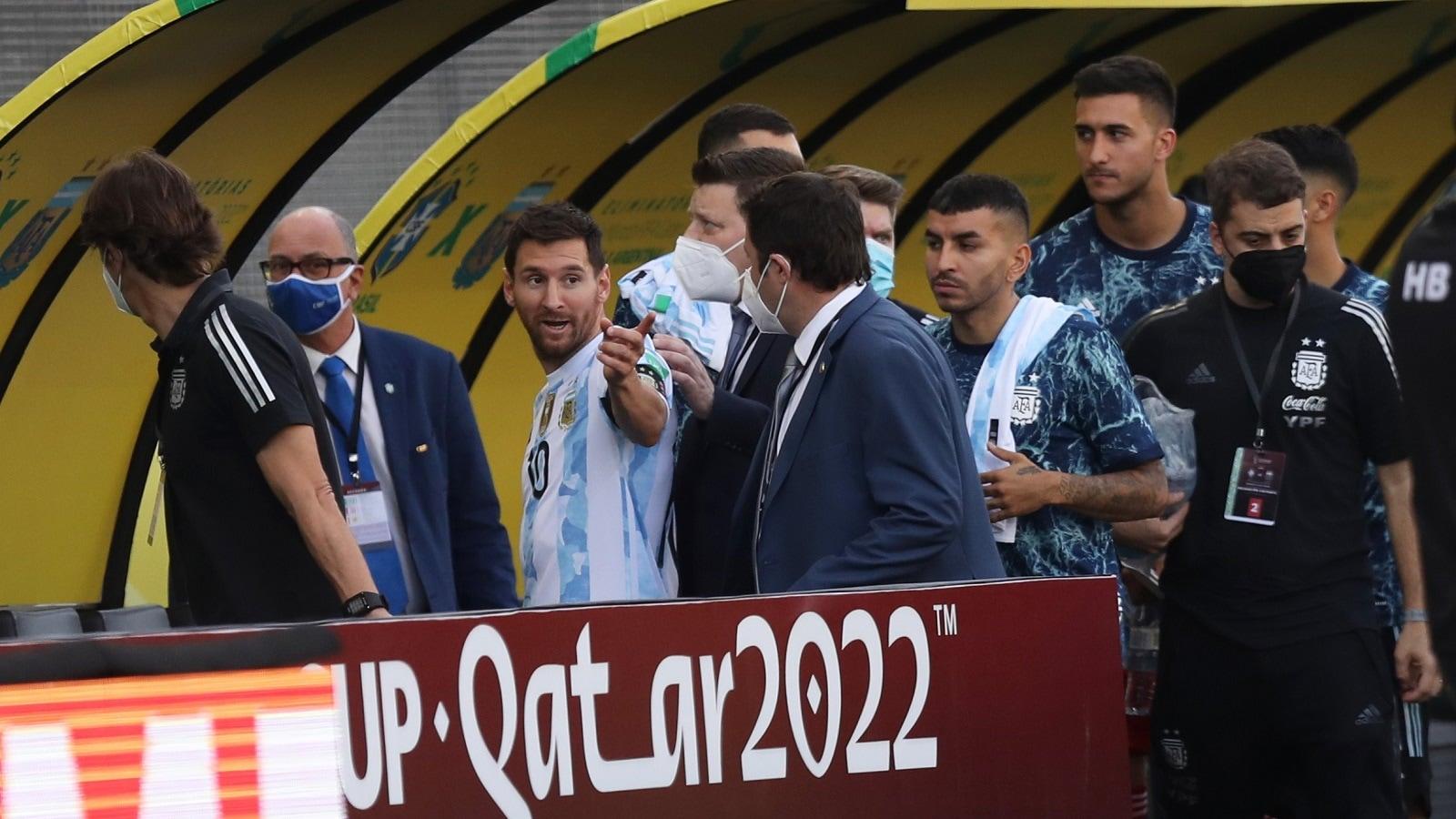 انسحاب الأرجنتين من مباراة البرازيل بعد اقتحام الملعب من قبل وزارة الصحة
