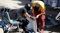 """التمزيق يثير قلق المرشحين للانتخابات العراقية والمتهمون """"أذرع"""" أحزاب منافسة"""