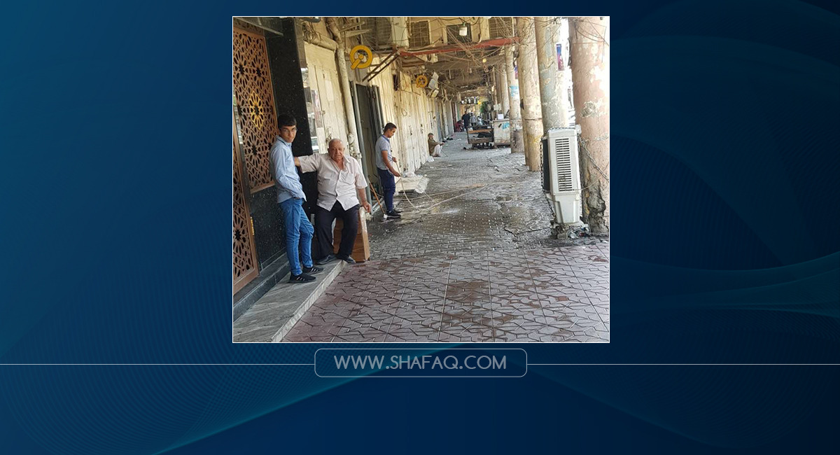 The stability of the dollar exchange rates in Baghdad with the closure of the main stock exchange