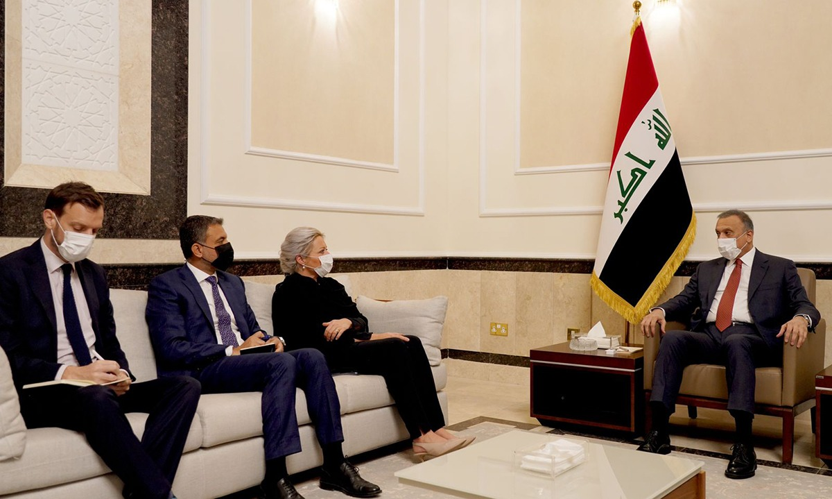 Al-Kadhimi discusses the electoral process with Plasschaert