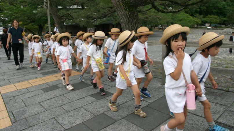 بەرزەوبۊن ئاست خوەیکوشتن مناڵەیل یابان