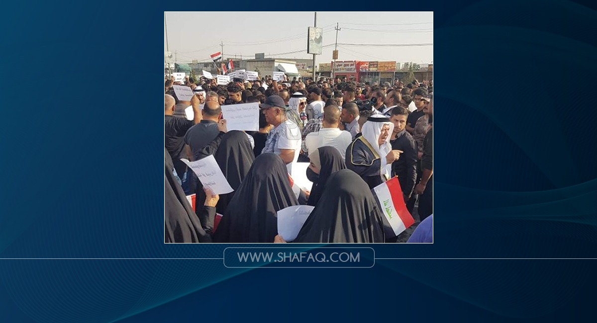Supporters of a candidate who lost in the elections block the Mosul-Erbil road
