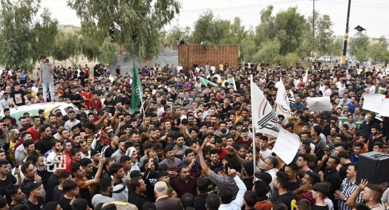 Proponents of an al-Fatah eagle organize a demonstration in Nineveh to protest his defeat