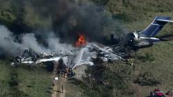 كانت تقل 21 شخصاً.. تحطّم طائرة لدى إقلاعها في تكساس