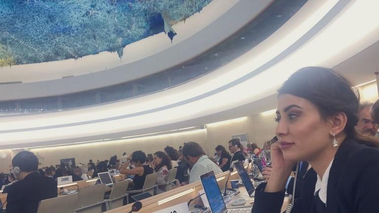 ملكة جمال العراق تستنجد بالأمم المتحدة وترامب وإسرائيل لمنع إسقاط جنسيتها