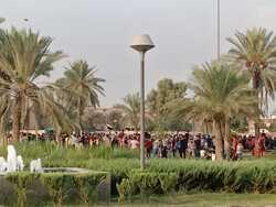 محتجون يغلقون الطريق المؤدي لمطار بغداد الدولي
